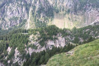 Aspi-Titter-Hängebrücke-mit-Weisswasserschlucht