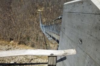 Tibetische-Hängebrücke-Carasc-15