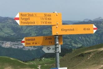 Wegweiser-zwischen-Klingenstock-und-Fronalpstock
