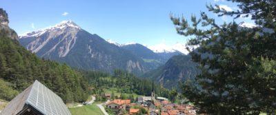Alvaneu mit Blick auf die Berge