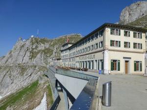 Hotel Pilatus Kulm mit Terrasse